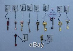 Joe Hill LOCKE & KEY Full Set Matching # 1st Release Keys SIGNED Anywhere Gender